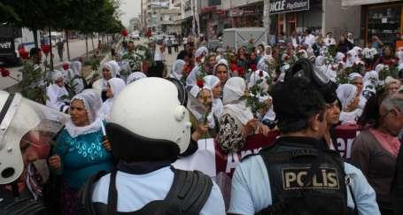 Anneler Günü'nde annelere barikat