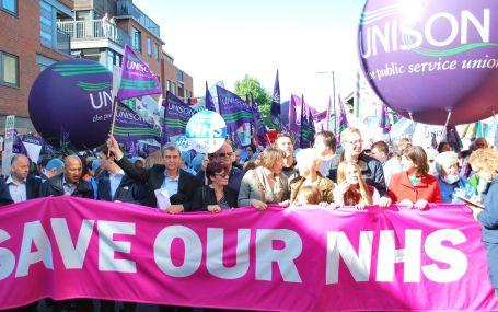 Halk, sağlığı için Manchester'a akın etti