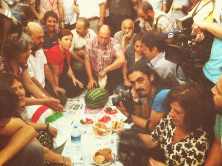 Gezi Parkı'nda iftara polis engeli!