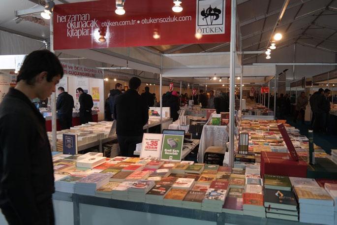 Erzurum'da kitap fuarı açıldı.