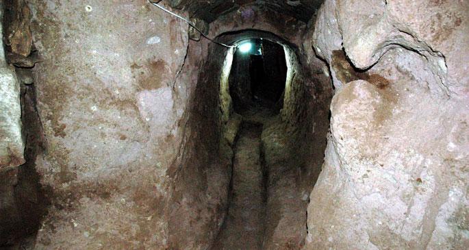 Evi temizlerken 4 katlı yeraltı şehri buldu