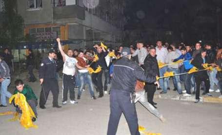 Kocaeli ve Bursa'da 'siyasete' saldırı