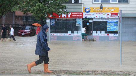 Samsun bir kez daha sular altında kaldı