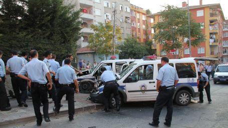 Polis araçları kafa kafaya çarpıştı: 5 polis yaralandı