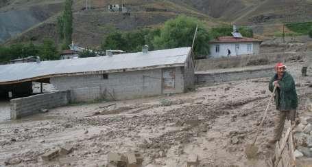 Sel suları köyü harabeye çevirdi