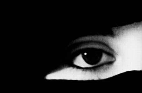 Kara, kapkara bir örtü