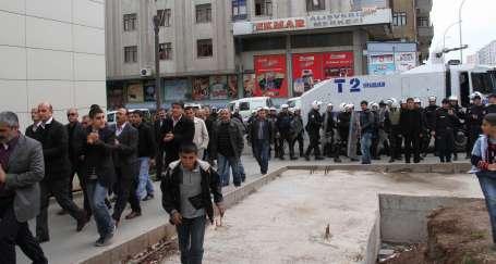 Diyarbakır Valisi yeni anayasa önünde engeldir
