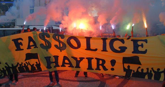 Fenerbahçelilerden Passolig protestosu: Faşşolig almıyoruz