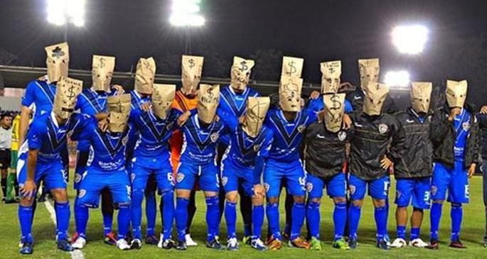 Futbolculardan maaş protestosu