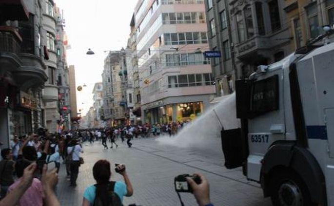 Gezi'den bu yana süren baskılar Avrupa'ya taşındı