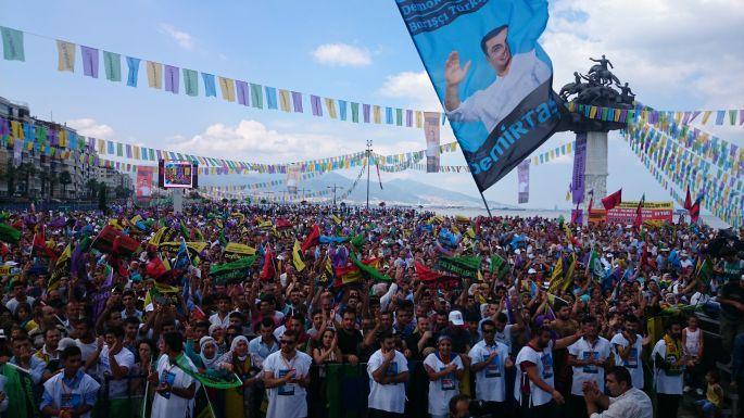 Gündoğdu\'da on binlerin Demirtaş coşkusu