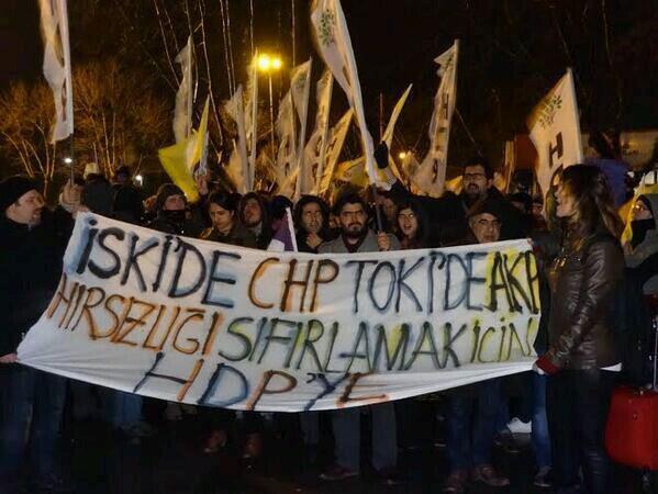 Halk hükümetin istifası için sokağa çıktı