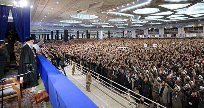 Hamaney: İran nükleer haklarından geri adım atmayacak