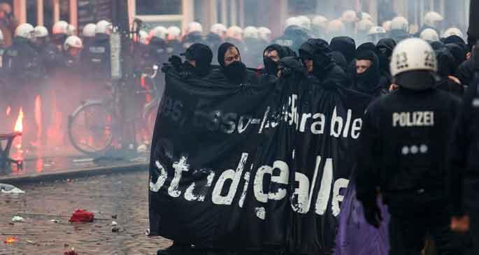 Hamburg'da halka gözdağı veriliyor
