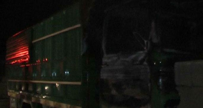 Hassa'da Suriyelilere ait olduğu öne sürülen kamyon ateşe verildi