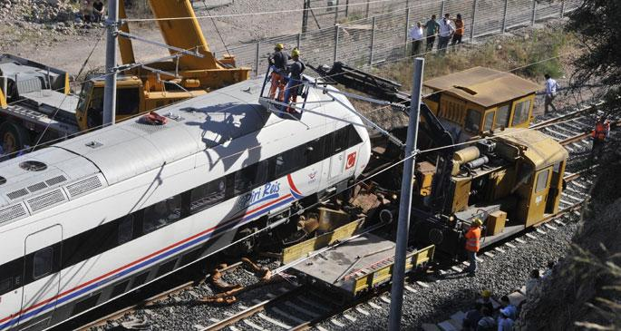 Hızlı tren açılmadan kaza yaptı