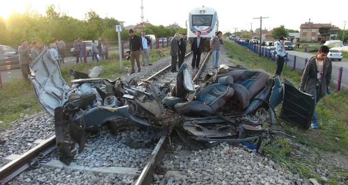 Bir günde 2 tren kazası: 2 kişi öldü, 50 hayvan telef oldu