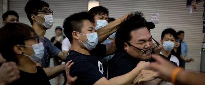 Hong Kong\'da saldırı sonrası görüşme ertelendi