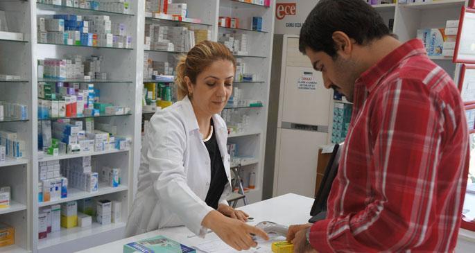 İlaçlardaki katkı payı, eczacılarla hastaları birbirine düşürdü