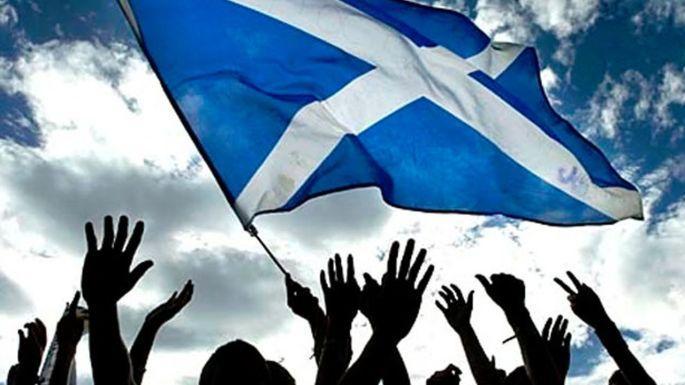 İngiliz parlamentosu İskoçya'nın bağımsızlığını önleme gayretinde