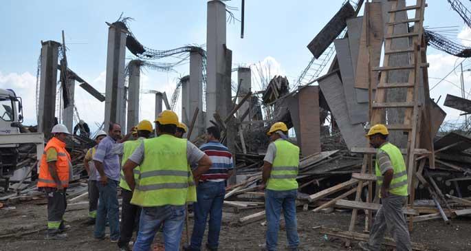 İnşaatta beton dökülürken kolonlar çöktü: 5 işçi yaralandı