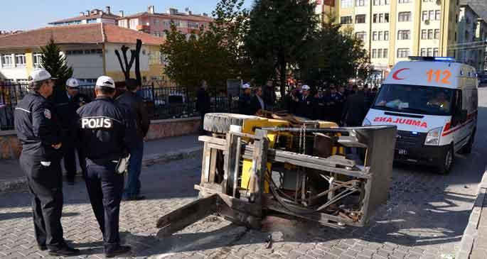 İş makinesi devrildi, sürücü yaralandı
