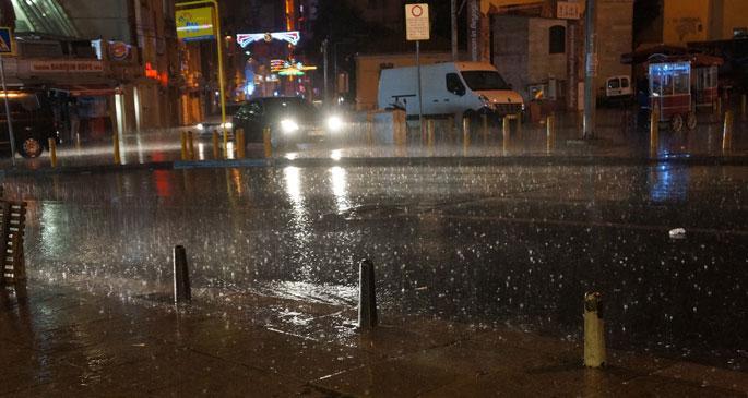 İstanbul güne sağanak yağışla uyandı