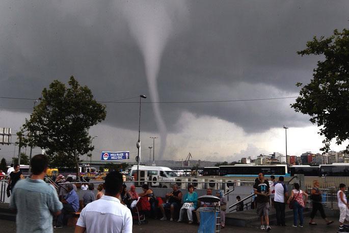 İstanbul için kuvvetli yağış ve hortum uyarısı!