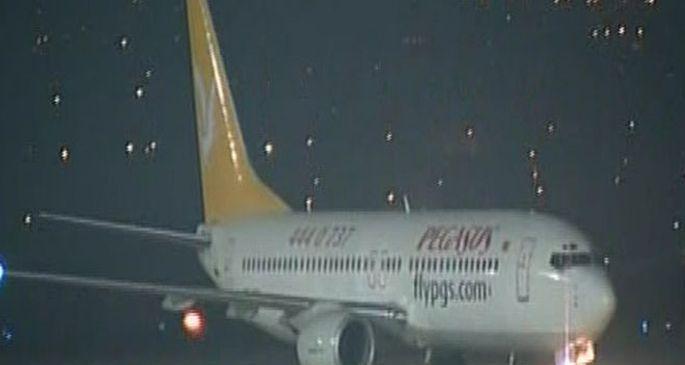 Kaçırılmak istenen uçakta tüm yolcular tahliye edildi