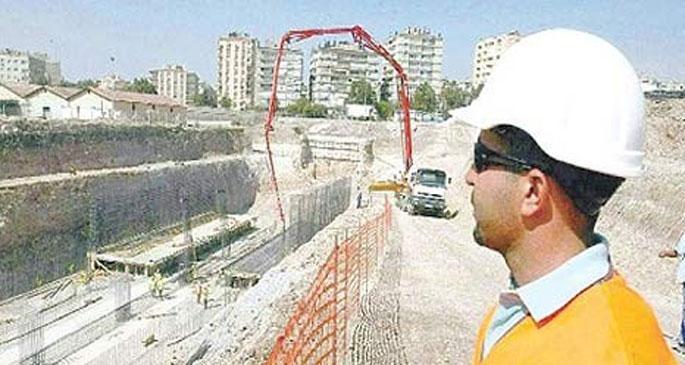 İzmir\'de raylı sistem inşaatında çökme