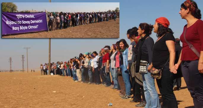 Kadınlar, sınırda barış zinciri oluşturdu