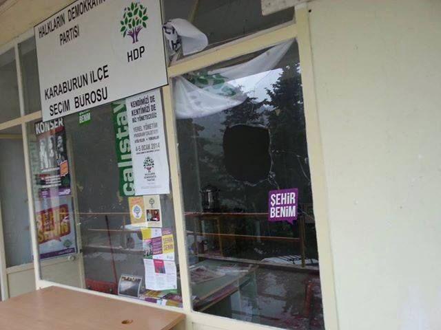 Karaburun HDP bürosuna saldırı