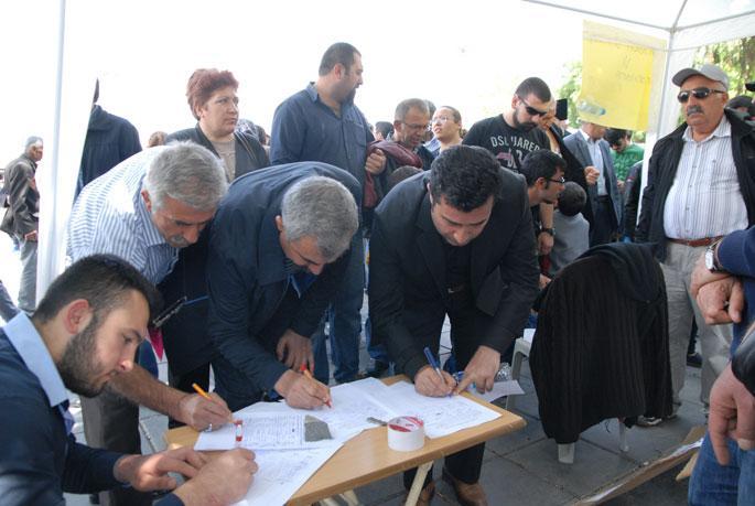 Kayseri Emek ve Dayanışma Platformu Soma için imza topluyor