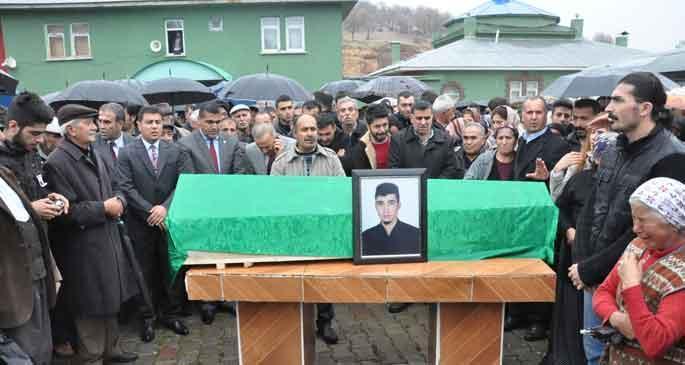 Kaza sonucu öldüğü iddia edilen Dersimli asker toprağa verildi