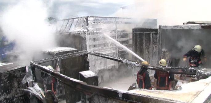 Kimyasal madde yüklü TIR\'larda yangın çıktı