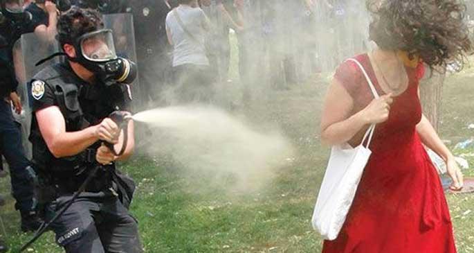Kırmızılı Kadın: Ceza, iktidarın zulmünü aklayamaz