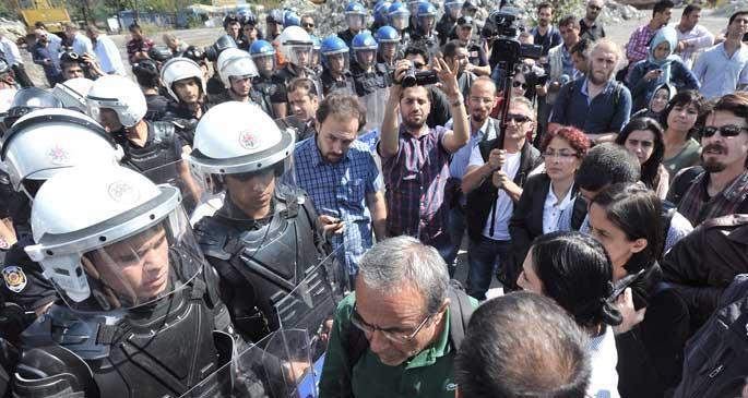 Kobanê\'ye destek için Suruç\'a gidenlere polis engeli