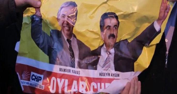 Korsan afişçiler yakalandı; araçlarından AKP afişleri çıktı