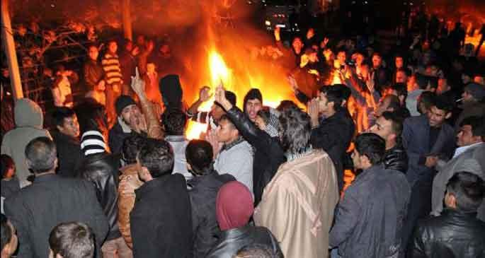 Köylüler trafo merkezini ateşe verdi