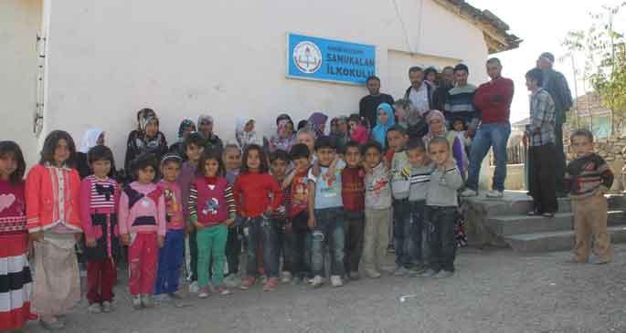 Köylüler yeni okul istedi