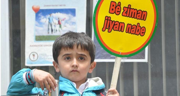 Kürtçeye sürgün davası ertelendi