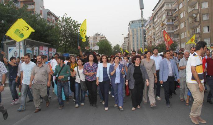 Mehdin Taşkın için binler sokakta