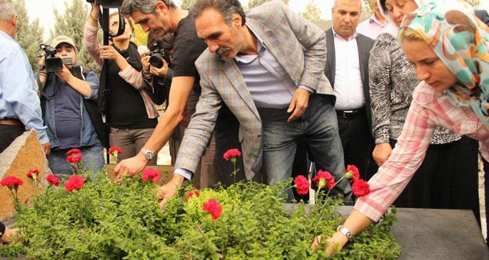 Mehmet Uzun mezarı başında anıldı