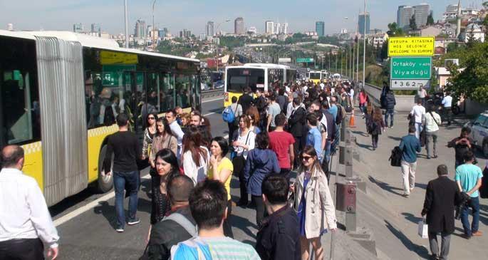 Metrobüse 'saat ayarlı zam' geliyor