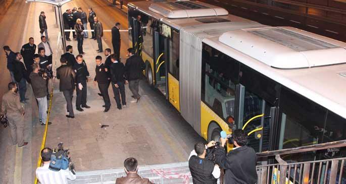 Metrobüste kavga: 2 yaralı