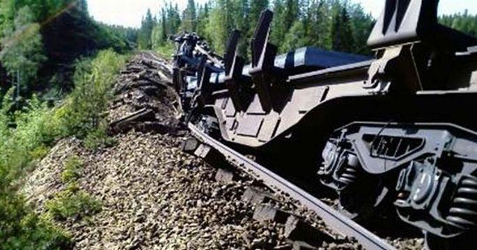 Nikel asidi taşıyan tren raydan çıktı