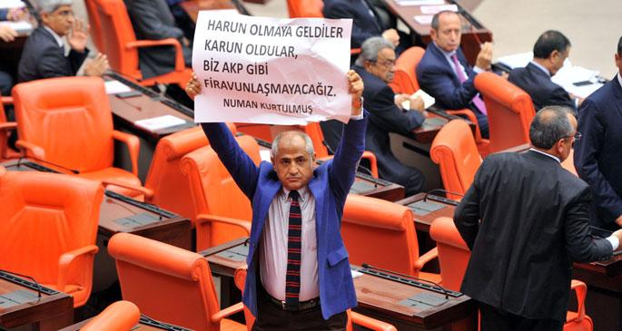 Numan Kurtulmuş, Meclis\'te yemin ederken protesto edildi