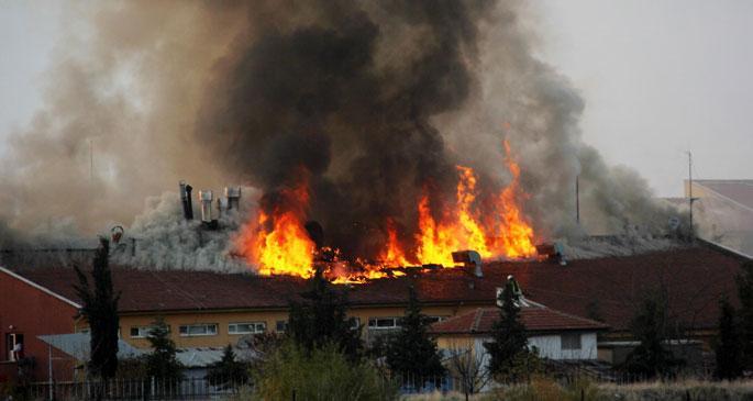 Öğrenci yurdunun yemekhanesinde yangın