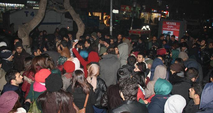Öğrenciler yurtta çıkan sorunları protesto etti
