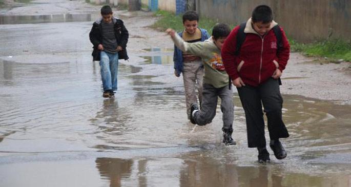 Okul yolu suyla dolu...